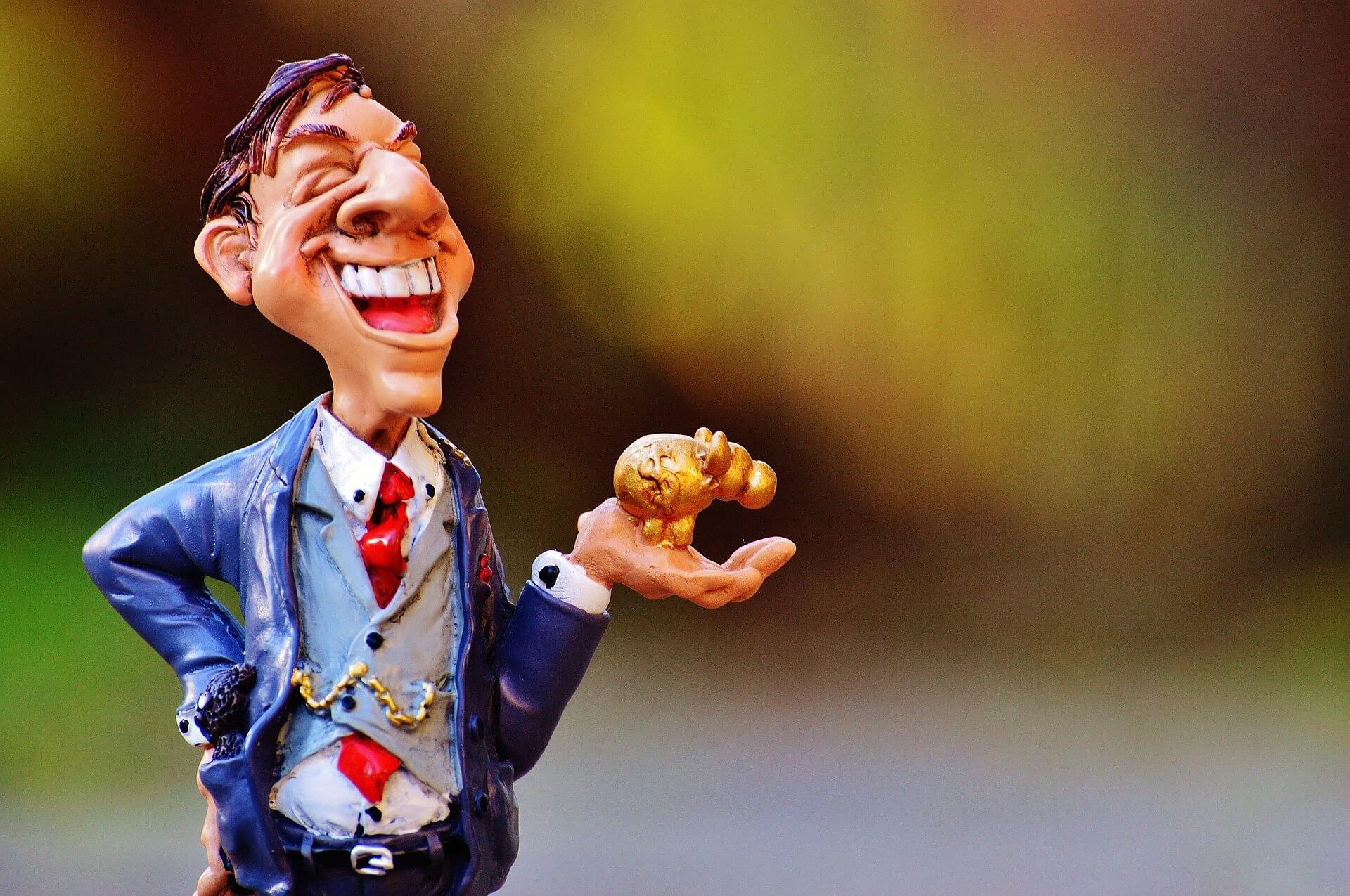 男性が笑っている画像
